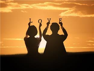说一说我们的爱情(趁老花得不戴眼镜尚可写字)