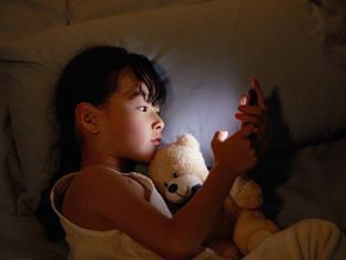 11岁小女孩晚上偷看ipad上小说怎么办
