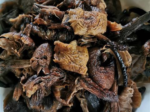 榛蘑炖猪脚,不伦不类的,味道挺好的