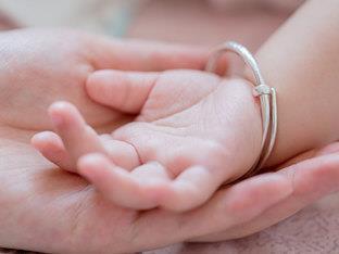 小孩出生当日,意外发现妻子早已是十来岁孩子的妈