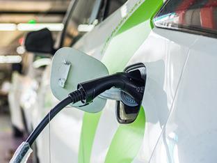 纠结于纯电动力和传统燃油动力
